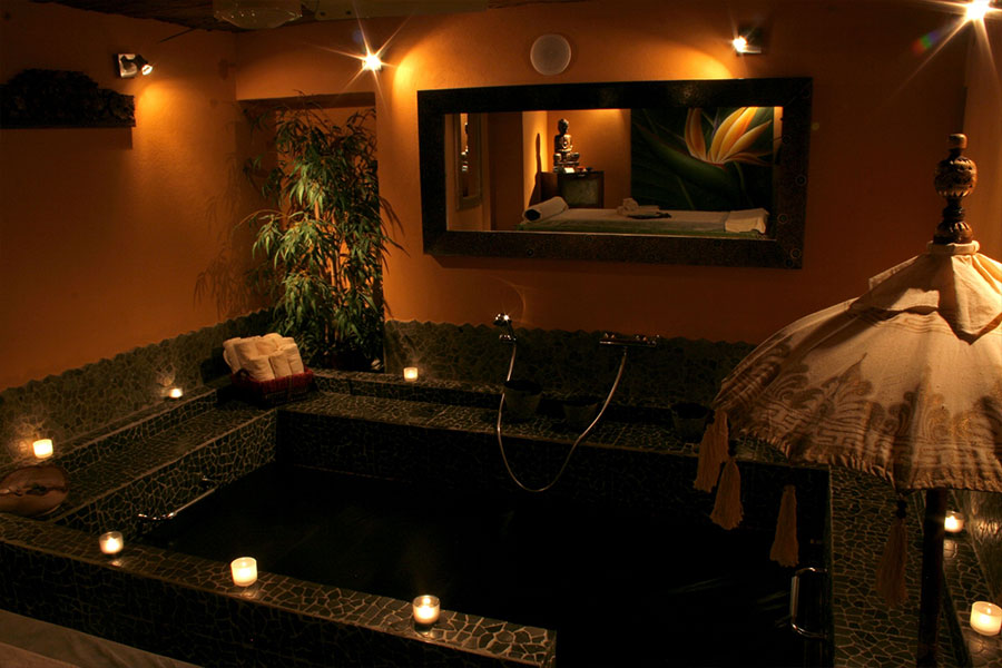 candeeiro na banheira wayang center spa